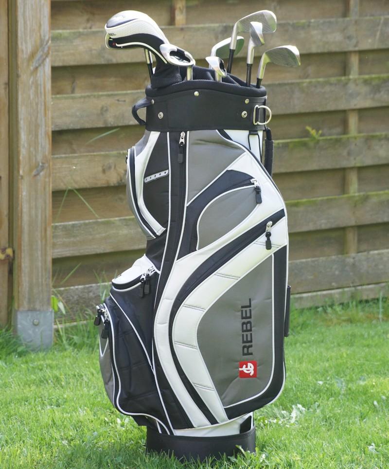 Golfbag mit Golfschlägern